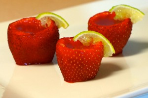 put-alcohol-in-strawberry