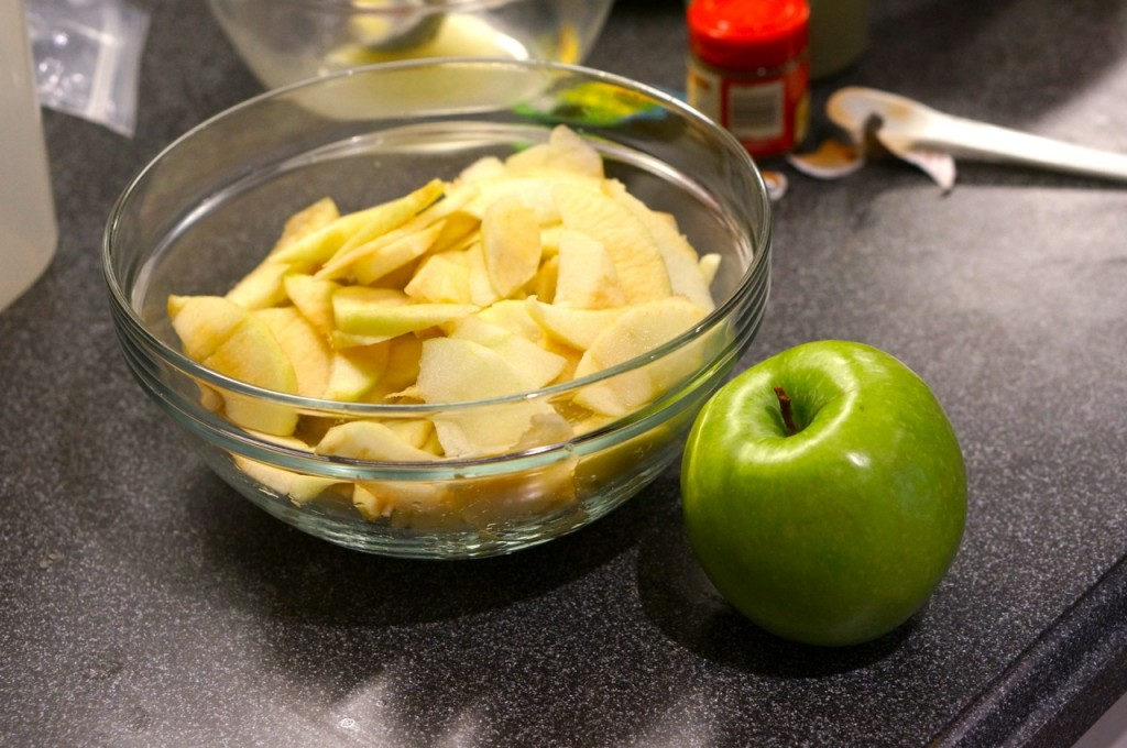 cut-the-apples-for-your-dutch-apple-pie