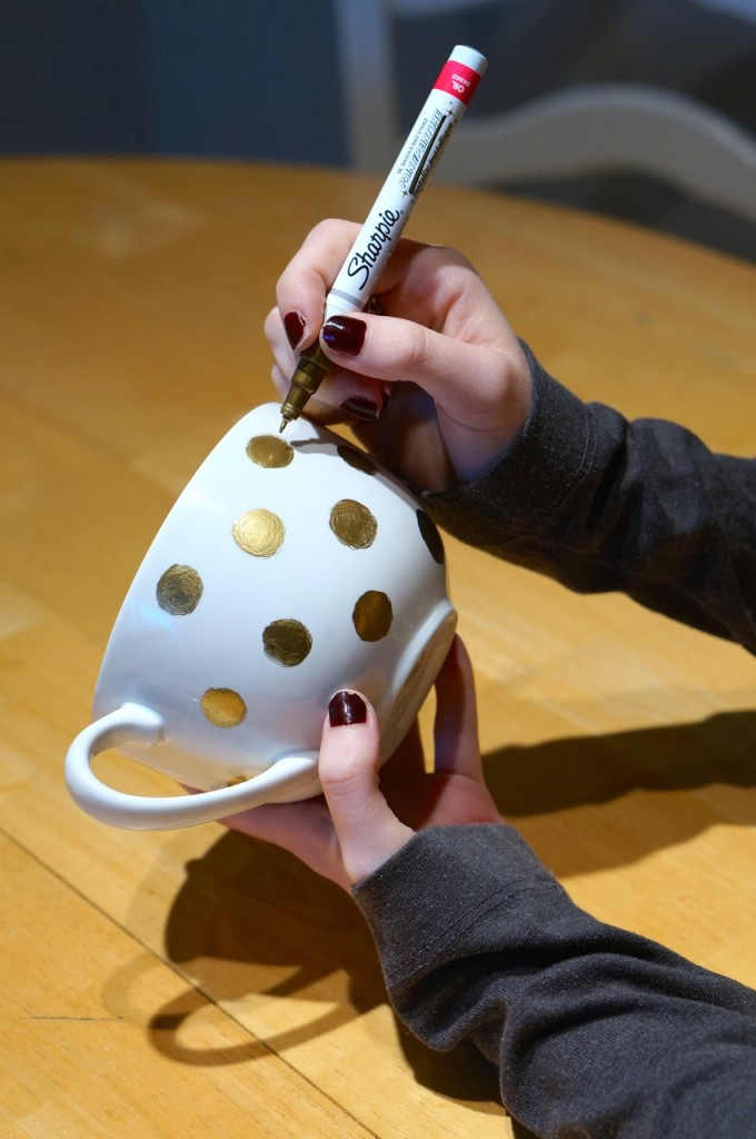 how to make a gold polka dot mug