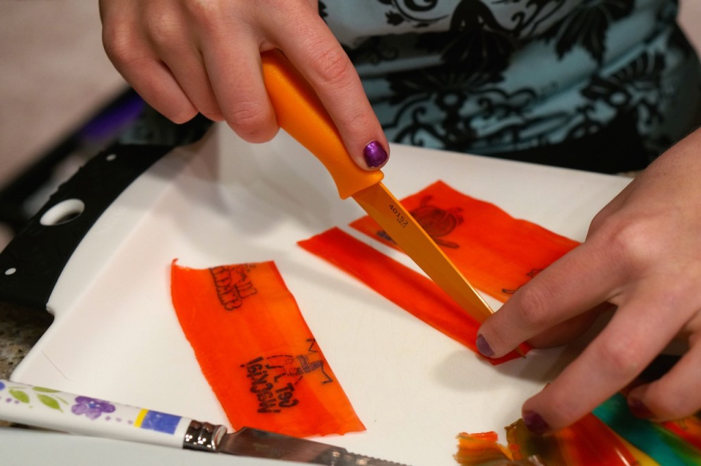 make-fruit-roll-up-into-ribbon
