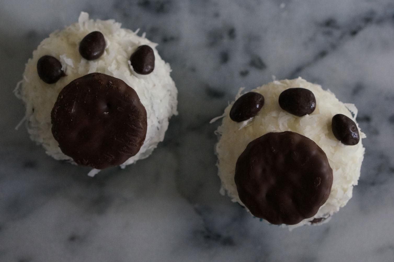 Polar Bear Paw Print Cupcakes We Re Calling Shenanigans